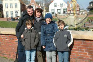Die ganze Familie im Hafen