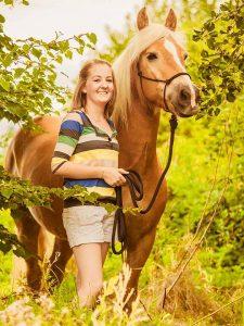 Marline mit Pferd