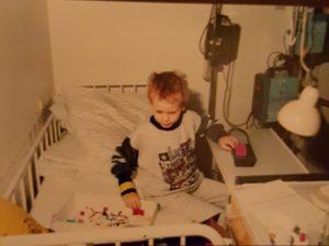 Patrick im Krankenbett