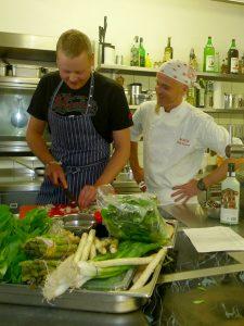 Ralf und Thomas beim Kochen