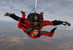 Jakob beim Fallschirmspringen